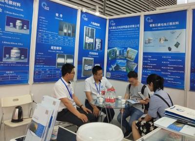 山东重山光电材料股份有限公司参加2016中国国际石墨烯创新大会展出并受到广泛关注